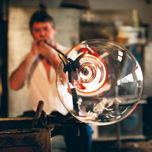 Travail artisanal soigné rappelant tout le savoir-faire des souffleurs de verre  vénitiens de la Renaissance.