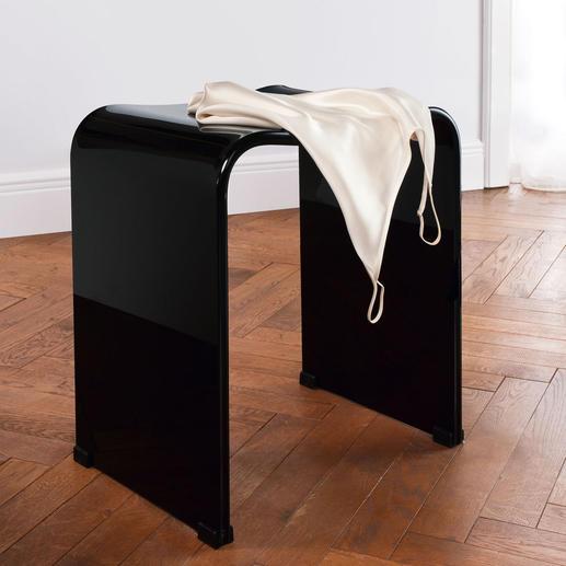 Grâce à son noble aspect brillant, ce tabouret acrylique ornera à merveille votre dressing ou votre chambre à coucher.