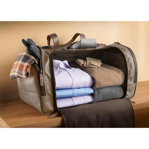 Faites vos bagages en toute simplicité: aucune séparation ne perturbe le généreux espace de rangement. Grâce au fond fixe, tout reste bien en place: vos vêtements sont parfaitement intacts.