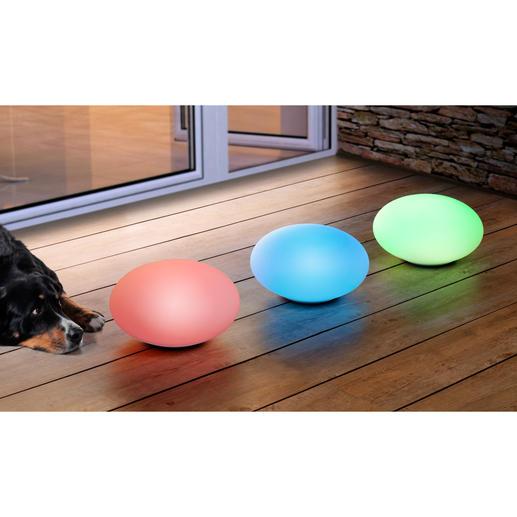 Installez une douce atmosphère lumineuse en soirée sur votre terrasse: faites défiler les couleurs en alternance ou fixez sur votre couleur favorite.