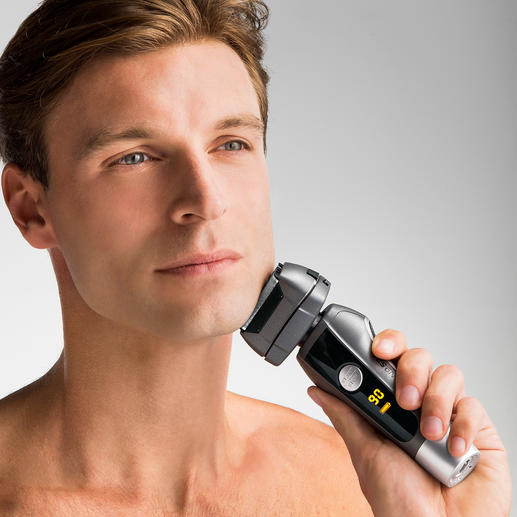 Tondeuse CARRERA No521 - Objet primé : le système de rasage quadruple est plus efficace, plus rapide et plus douce.