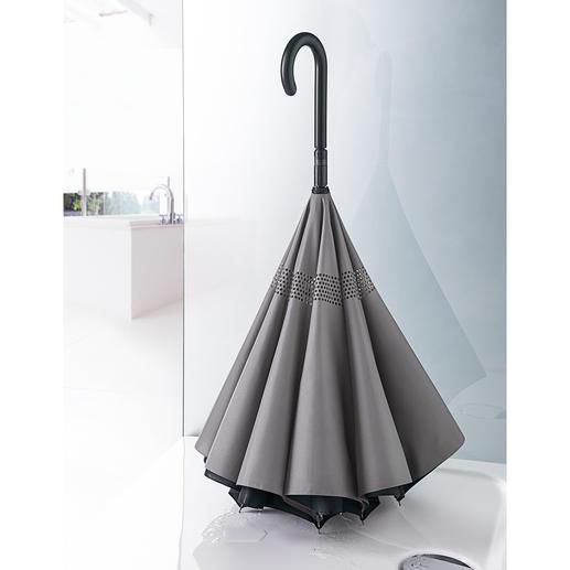 Posé à la verticale, il sèche dans votre douche sans prendre trop de place.