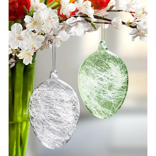 Œufs de Pâques à filaments de verre Une déco rare : des œufs de Pâques garnis de filaments de verre.