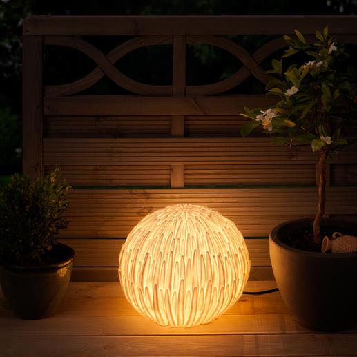 Lampe chrysanthème Symbole de chance en Asie, cette superbe lampe s'intègre parfaitement dans votre jardin.