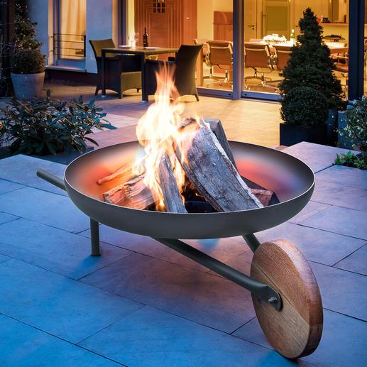 Coupe à feu avec fonction grill « Barrow » Le premier foyer en forme de brouette. En tôle d'acier, bois de chêne et acier inoxydable V2A.