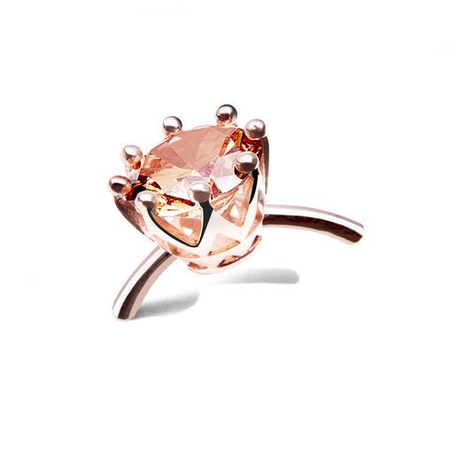 Bague « solitaire » Mieux qu'un coffre à bijou plein à craquer : le solitaire à anneau variable.