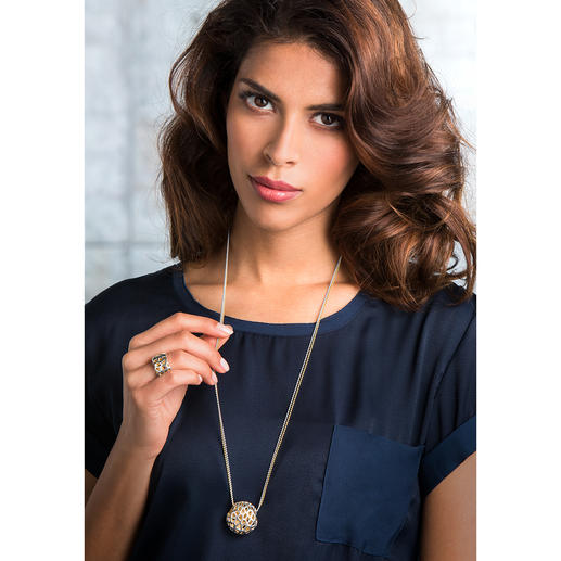 Collier 3D ou Bague 3D Des bijoux en argent au bel aspect grillagé et aux reflets dorés.