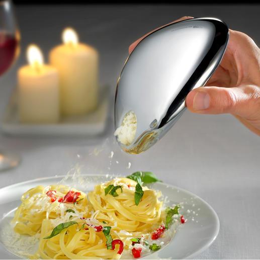 Le verseur vous permet de doser parfaitement le fromage pour assaisonner vos pâtes, salades, carpaccio ...
