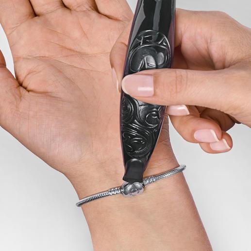 Gaucher ou droitier, fermer votre bracelet ne sera plus un problème.