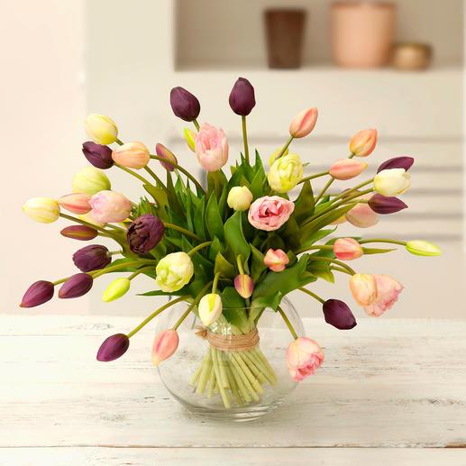 Bouquet de tulipes Un superbe bouquet de tulipes, parfaitement imitées, comme fraichement cueillies.