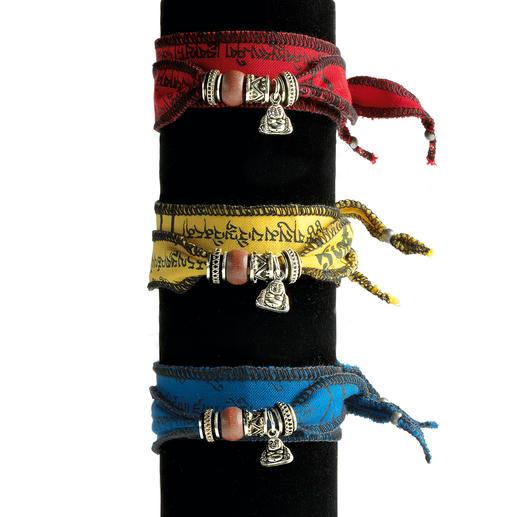 Bracelet à vœux tibétain Réalisé à la main à partir de rubans de prière tibétains. Chaque bijou est unique.
