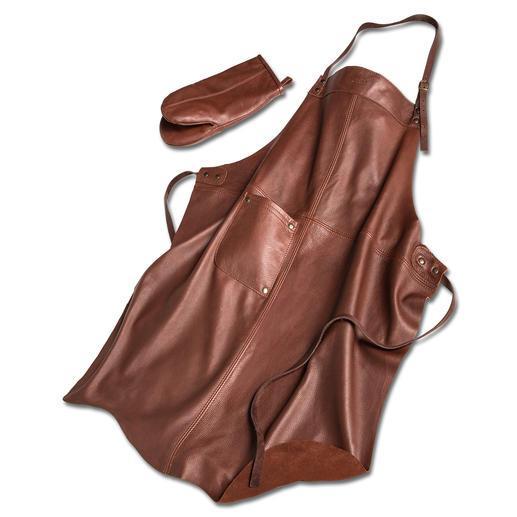 Fait main en Finlande : le tablier en rare cuir d'élan extrêmement doux. Fait main en Finlande. En set, avec le gant assorti.