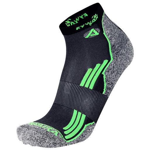 Disponible en 2longueurs de chaussettes pour les chaussures de sport et de randonnée hautes ou basses.