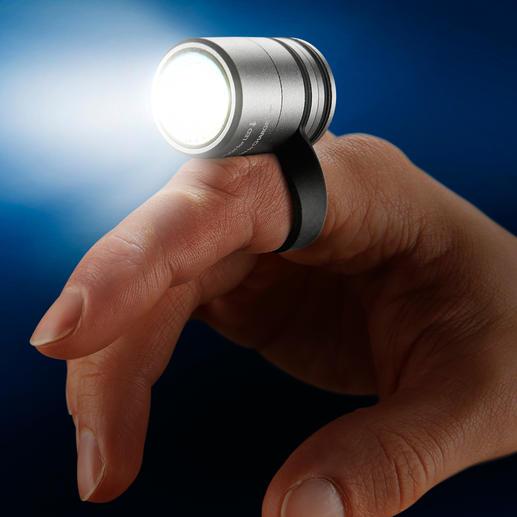 L'anneau vous permet de l'utiliser en tant que lampe de travail ou de lecture.