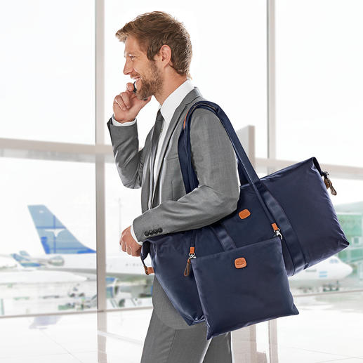 La poche intérieure peut également être portée aux épaules grâce à la bandoulière décrochable.