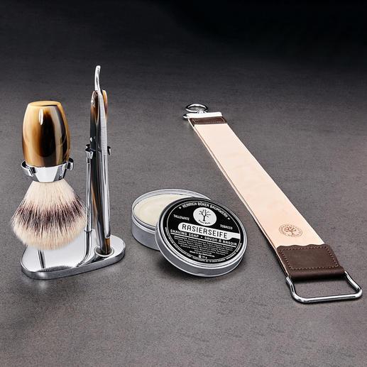 Lot complet, avec pinceau de rasage Böker, support en acier inox, savon de rasage et sangle à affûter en cuir.