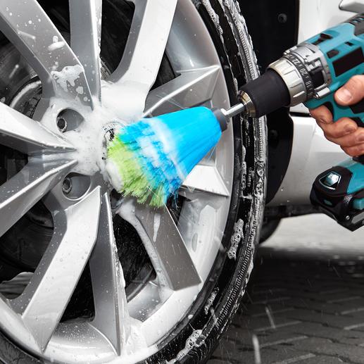 Il vous suffit de placer la tige de brosse dans votre visseuse électrique, de vaporiser du produit de nettoyage et vous pouvez commencer.