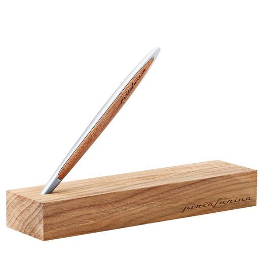 AÀ la fois boîtier stylé et support pratiquepour le stylo: le coffret assorti en bois de Kauri.