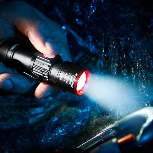 Lampe de poche compacte Eco Beam Pro Puissance de 350 Lumen. 3 modes lumineux avec fonction zoom. Avec chargeur USB intégré.