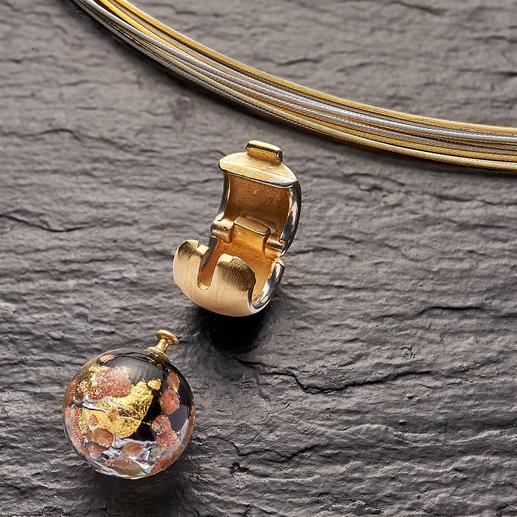 La perle en verre Murano peut être rapidement et aisément changée grâce au fermoir clip.