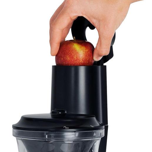Pas besoin d'éplucher et de couper: l'ouverture XXL peut même accueillir des fruits entiers.