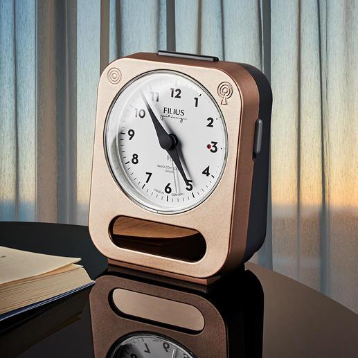 Radio-réveil solaire Plus de piles à changer, plus de risque d'avoir une panne d'oreiller.