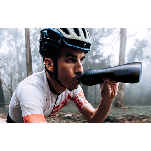 Gourde de sport en titane KEEGO Légère et compressible comme une bouteille en plastique. Hygiénique et résistante comme une bouteille métallique.