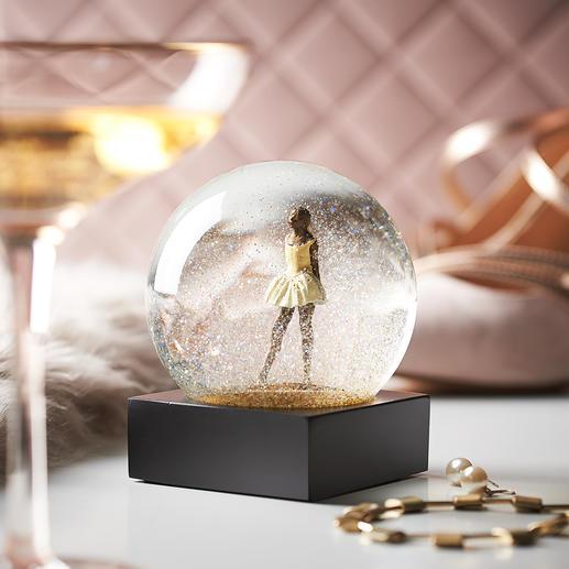 Élégante boule à neige Un enchantement pour les yeux, posées sur un buffet, un bureau ou des étagères.  De CoolSnowGlobes®, Vermont/États-Unis.