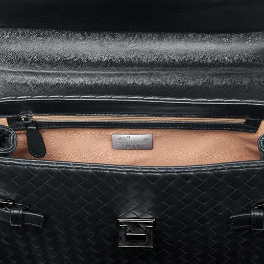 Télephone portable, papiers, clés… restent organisés dans la poche intérieure zippée et les deux poches ouvertes.