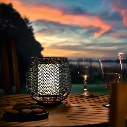 Lampe en mesh Une belle lumière d'ambiance, comme émanant d'un photophore : la lampe LED au superbe design maillé.