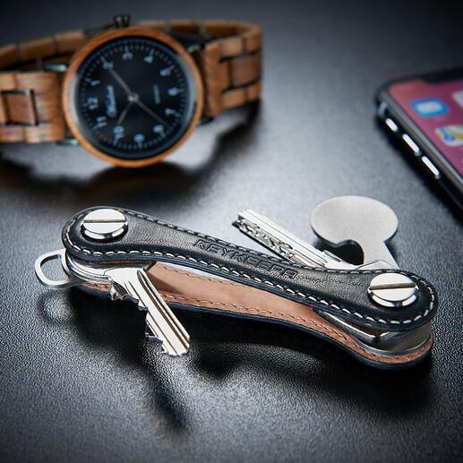 Keykeepa Voilà enfin un organiseur de clés qui peut en accueillir jusqu'à 12 de différentes tailles, de manière particulièrement compacte et pratique.