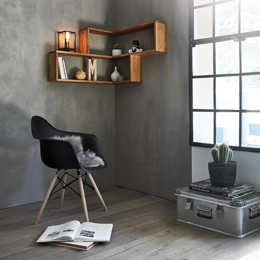 Étagère d'angle murale L'étagère d'angle murale en bois de chêne fait de vos angles de murs dénudés une zone de rangement décorative.