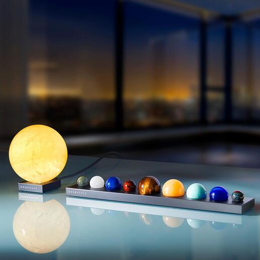 Soleil ou Planètes en pierres précieuses sur socle en aluminium Reproductions fidèles de planètes – le tout sublimé par l'impressionnante lueur du soleil.