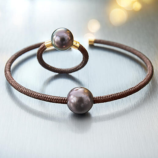 Bague ou Bracelet Tahiti, or rose Design délicat et moderne fait de perles de culture de Tahiti, d'or véritable, d'argent sterling et de nylon.