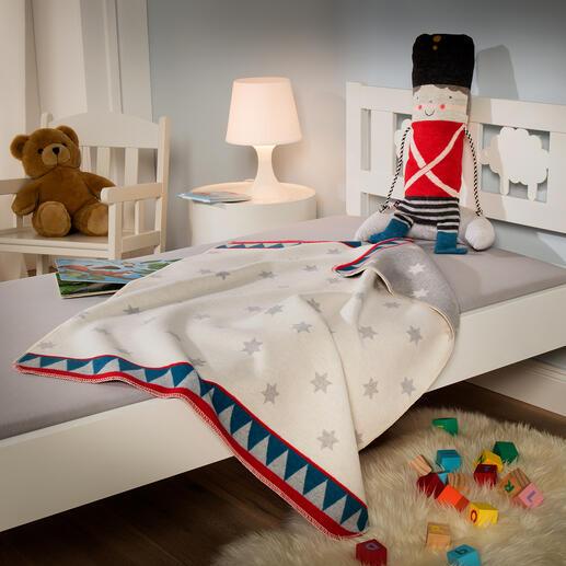 Le cadeau idéal pour les plus petits– la petite figurine «tambour» avec couverture douillette au format enfant.