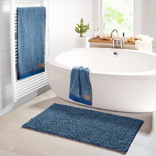Tapis de bain, Drap de bain ou Serviette « Jeans » Au style en denim tendance. Tissu éponge en coton épais et absorbant, avec des détails en jean authentique. Par Möve, Allemagne.