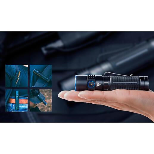Lampe de poche de 2500lumens Extrêmement lumineuse, compacte et presqu'indestructible. 2 500 lumens de flux lumineux. Jusqu'à 360 m de portée.