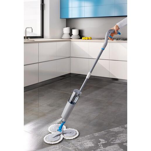Serpillière à 360° avec pulvérisateur Vous pulvérisez, passez la serpillière et c'est propre, sans avoir à laisser sécher pendant la nuit. Une grande économie en efforts et en temps.