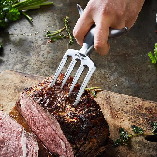 Vous piquez les dents puissantes dans des bouts de viande même épais.
