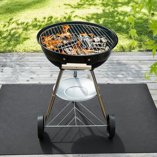 Parfait en tant que tapis en dessous du barbecue qui protège vos sols des éclaboussures d'huile et de graisse, et des traces de brûlures.