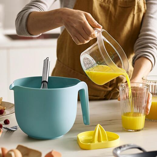 Lot de bols mélangeurs Trio, 3pièces Un bol mélangeur, un presse-agrumes et un verre mesureur rangés les uns dans les autres pour économiser en place. Une solution ingénieuse par Joseph Joseph.