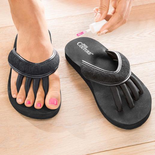 Sandales entre-doigts Astucieuse : la sandale pour des orteils « détendus » et des ongles parfaitement vernis.