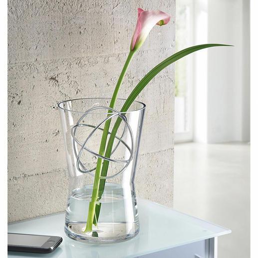 Vase en verre avec sphère décorative Pour les compositions de fleurs à longues tiges comme pour les bouquets généreux, toujours le vase parfait.