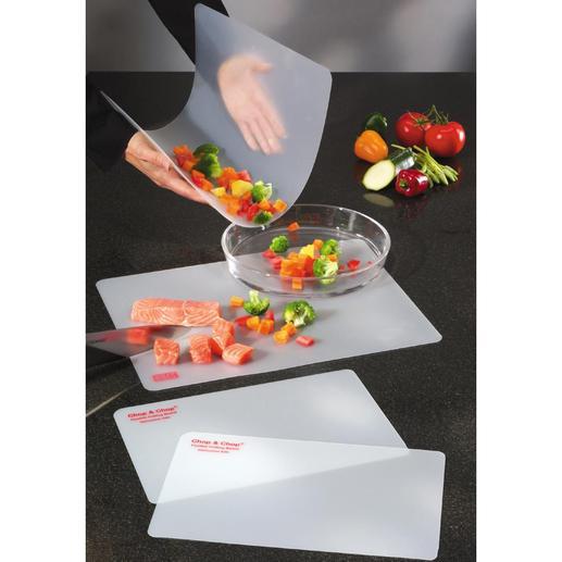 Planches souples à découper, le lot de 4 Les aliments coupés glissent proprement dans la casserole, la marmite ou le saladier.