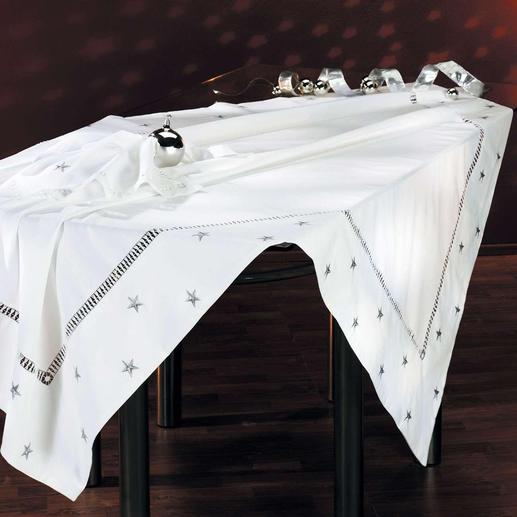 Variez votre décoration : la nappe et ses serviettes assorties sont également disponibles en version argentée.