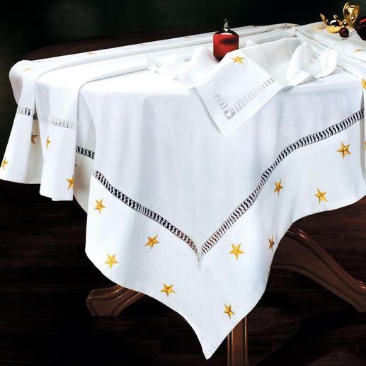Nappe de Noël Linge de table raffiné. Matière élégante, au tombé fluide, soigneusement rebrodée d'étoiles scintillantes.