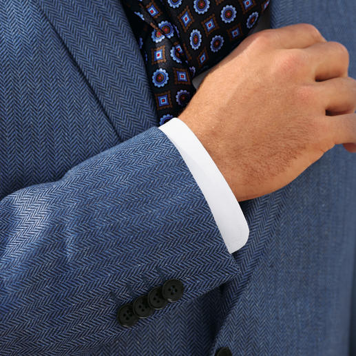 La veste en soie motif à chevrons Di Pray Idéale pour l'été : la veste en pure soie.  Ses coloris discrets s'accordent parfaitement à tous les coloris unis.