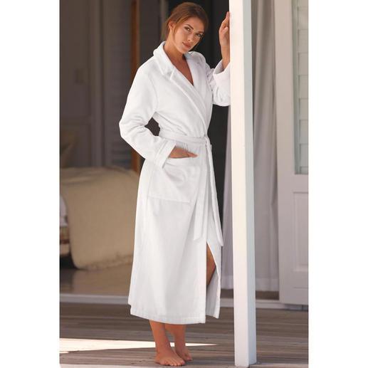 Peignoir de bain haute couture de Féraud Élégant, féminin – et malgré tout, aussi agréable qu'un peignoir de bain normal.