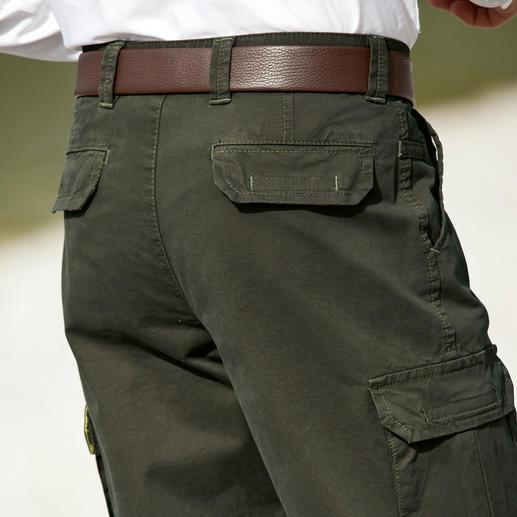 Pantalon cargo toutes saisons en coton pima Un tissu fonctionnel rare, en coton pima : il protège du froid, de la pluie et du vent.