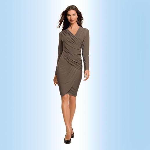 Robe de voyage « Drapé » de Komarov Confortable, infroissable et malgré tout élégante. De Shelly Komarov, L.A., lauréate de l'Emmy Award.